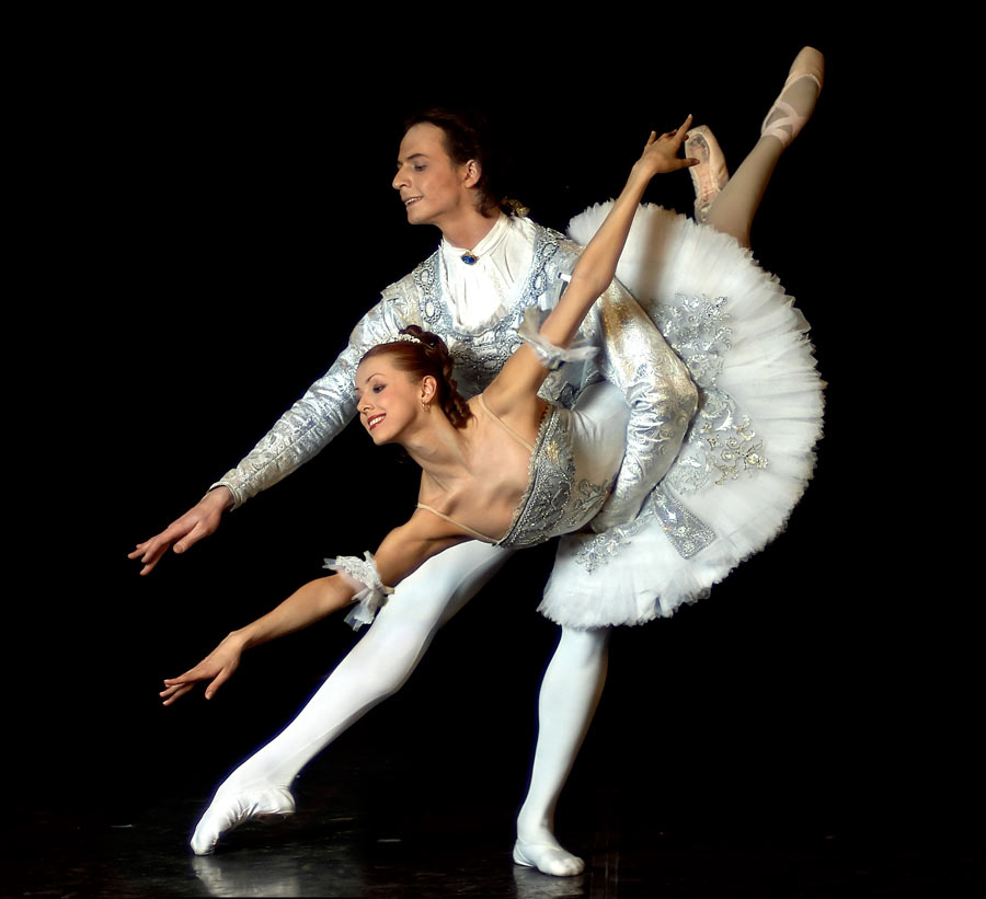 russian ballet In this production of the best loved classical ballet 'swan lake' the naturally gifted yulia makhalina dances the challenging role of odette/odile while the part of prince siegfried is danced by.